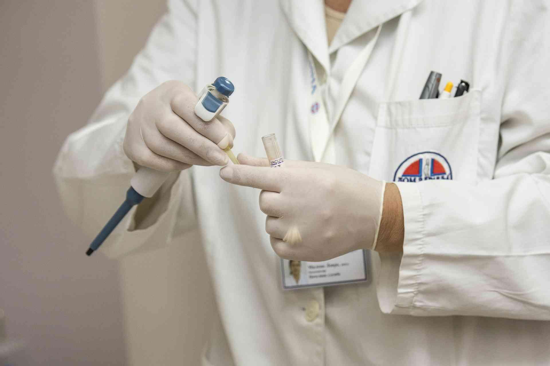 Biopsja gruboigłowa – co to i po co się ją wykonuje?